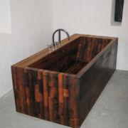 Badewanne aus Holz