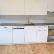 Küche Kunstharz beschichtet mit Chromstahlabdeckung und Glasrückwand