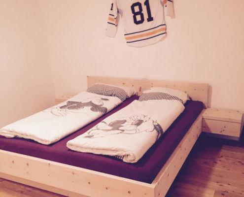 Bett in Arve massiv