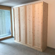 Schrank in Arve massiv