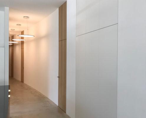 Türen in Kastanie furniert, Rahmen unsichtbar